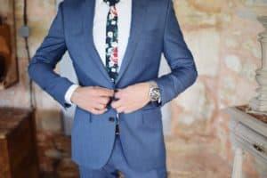 עניבה צבעונית
